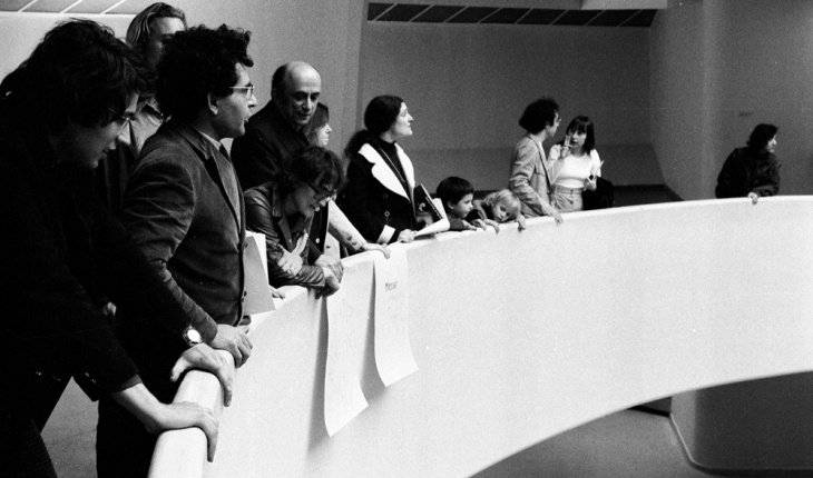 Irving Petling, Lucy Lippard, Leon Golub, and Cindy Nemser join Hans Haacke's demonstration protesting art censorship at the Guggenheim Museum, New York City, 1 May 1971. Photograph by Jan van Raay.