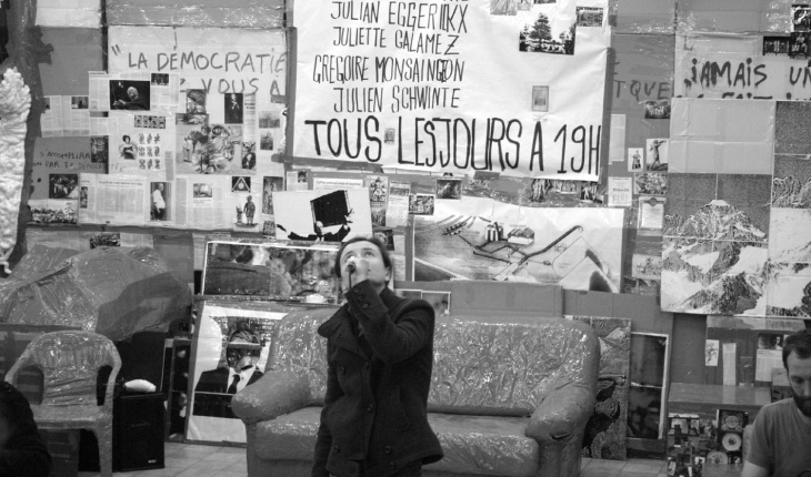Thomas Hirschhorn, inside Swiss-Swiss Democracy.